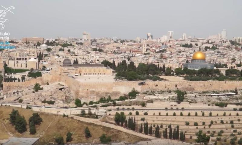 CON MONSEÑOR MUNILLA EN TIERRA SANTA  10/32. Explicación desde el mirador de JERUSALEN.